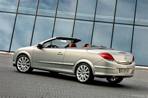 opel convertible opel to launch new astra based convertible model in 2013