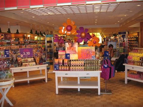 Bed Bathandbodyworks by File Inside Bath And Works Jpg Wikimedia Commons