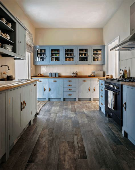 soft blue wall color ideas for modern kitchen with white cuisine bleu gris canard ou bleu marine code couleur et