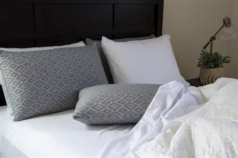 Best Type Of Pillow For Side Sleepers by The Best Types Of Pillows For Back Side And Stomach