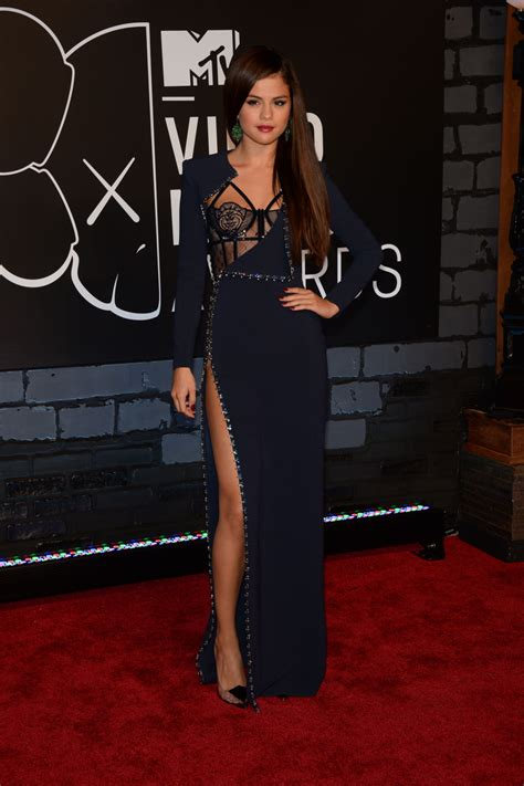 Jennifer Lopez Get On The Floor by 2013 Mtv Vmas Red Carpet Selena Gomez In Versace Photos