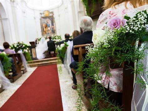 fiori matrimonio l addobbo floreale per il matrimonio in chiesa consigli