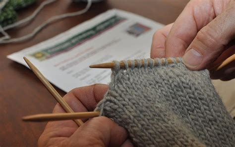 how to knit after on two left how to knit a mitten part 3 after the
