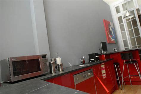 comparatif cuisine am駭ag馥 photo le guide de la cuisine cuisine avec mur couleur unie