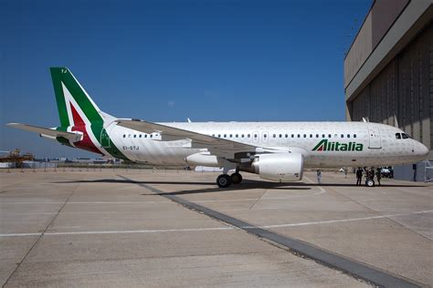 voli interni usa file alitalia airbus a320 in new livery jpg