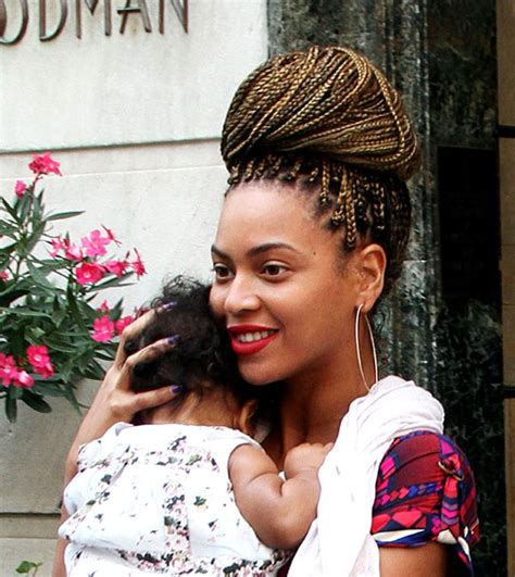 black braids for pregnancy beyonce debuts new blonde braids on outing with blue ivy