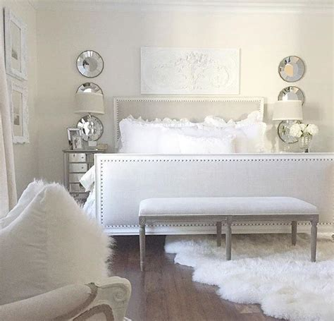 Sheepskin Rug Bedroom by 25 Best Ideas About Sheepskin Rug On White