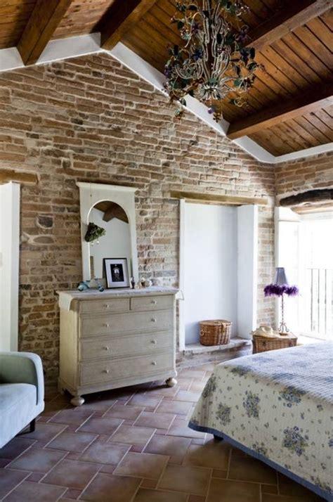 stanze da letto antiche decorare una parete con le pietre in da letto 20