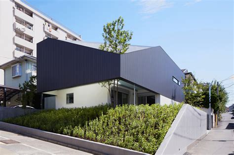 house ty modern japanese residence pierced by a tree ty house by