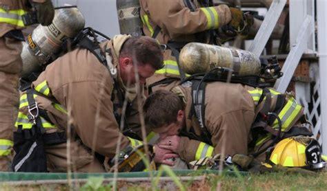 atrapad la vida bomberos salvan la vida de un perro atrapado