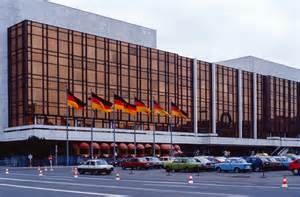 Um Search File Berlin Palast Der Republik Um 1990 2 Jpg Wikimedia Commons