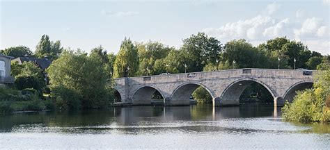 thames boating holidays thames boat hire boating holidays on the thames river