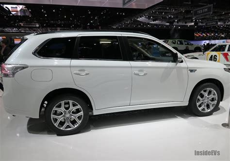 mitsubishi outlander phev price mitsubishi prices outlander phev at 163 28 249 47 012 usd