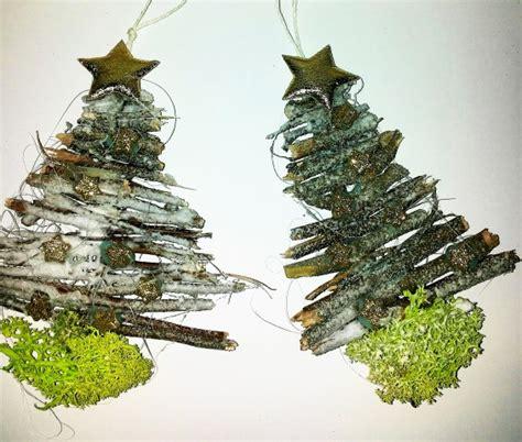 Tannenbaum Basteln Aus Naturmaterialien kleine weihnachtsb 228 ume aus gesammelten holz im