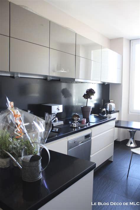 deco mur cuisine moderne cuisine moderne et d 233 co aux couleurs subtiles et