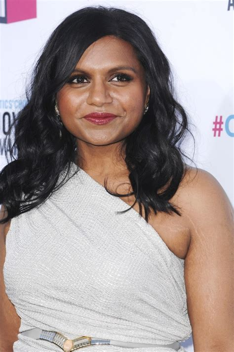 mindy kaling now the office s mindy kaling has stretch marks on her arm