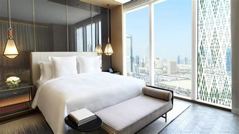 kuwait luxury hotel downtown  seasons kuwait  burj