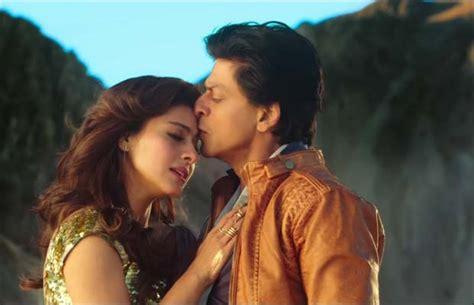 film india gerua dilwale watch shah rukh khan and kajol romancing in gerua