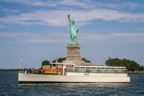architecture boat tour manhattan get to know manhattan on an architecture boat tour pop