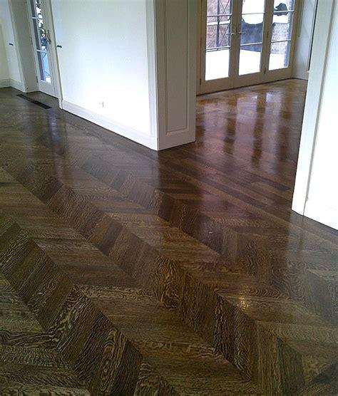 dark herringbone wood floor 02 1200v
