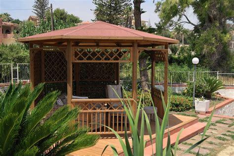 gazebi in legno prezzi vivereverde gazebo in legno gazebo in legno lamellare