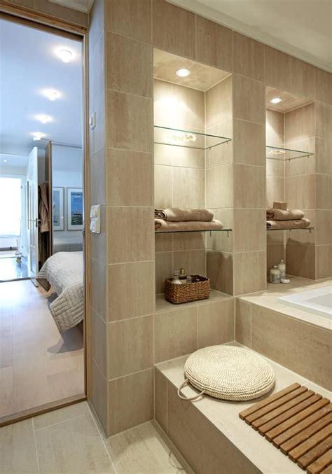 bade bathroom badet innenfor foreldresoverommet er kledd med