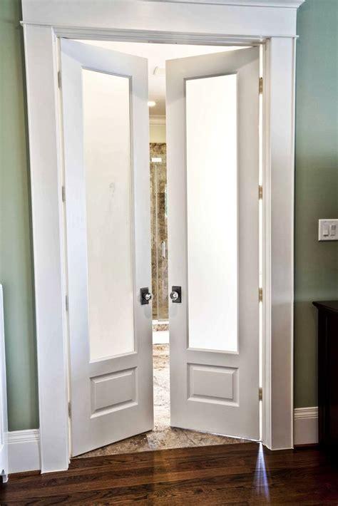 Doors Between Kitchen And Bathroom by 25 Best Ideas About Bathroom Doors On Sliding