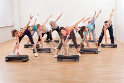 Step Per Belakang aerobic vs latihan beban reps indonesia fitness