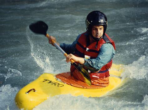 eliquis commercial location kayak kayak wikipedia the free encyclopedia