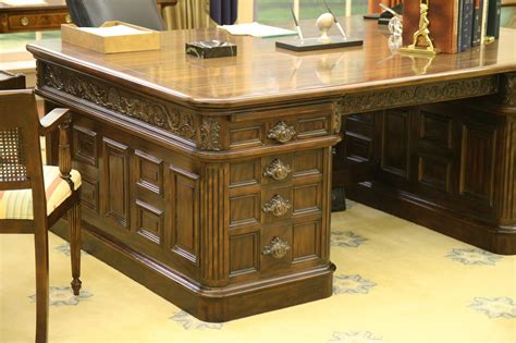 Oval Office Desk Replica by Photo Oval Office Replica Desk Ford Museum And White