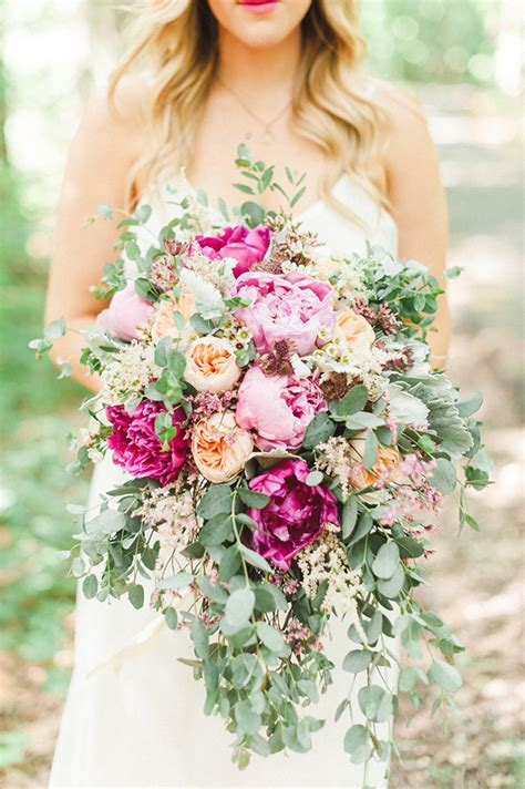 Wedding Bouquet Guide by Wow Factor Florals Our Guide To Oversized Bridal Bouquets