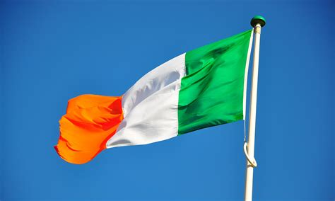 what do the colors mean on the irish flag ireland flag colors irish flag meaning history