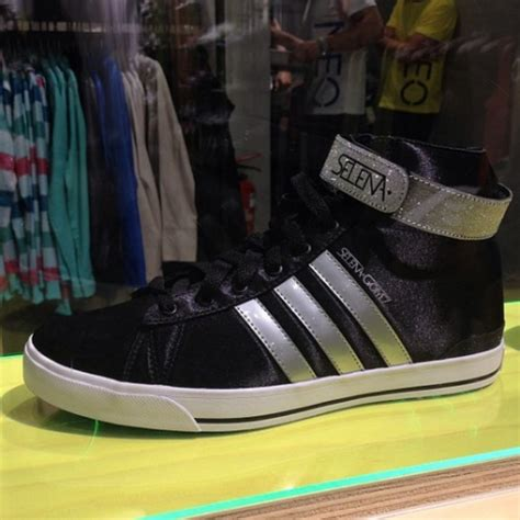 Adidas Neo Vall selena gomez bemutatta az 250 j adidas neo kollekci 243 t