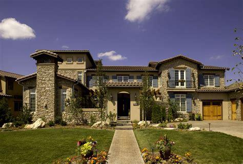 большой средиземноморский дом из камня