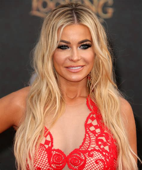 pics com of com light hair in front and shark in back carmen electra long wavy casual hairstyle light blonde