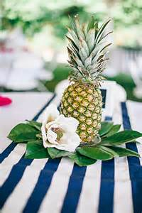 Pineapple Table Decorations Jennifer And Justin S Pineapple Centerpieces By Nikki