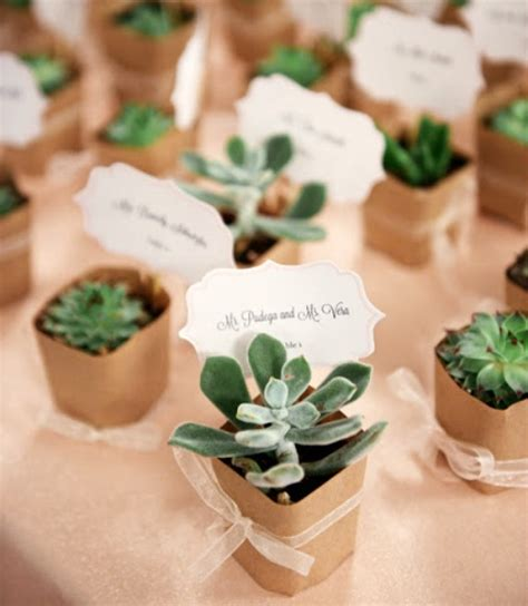 Wedding Favors For Guests by Wedding Guest Gifts Favor Ideas The Fetti