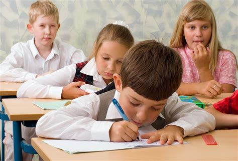 Germany S Saarland Wants To Push French Language For Next Generation Images Of Children At School
