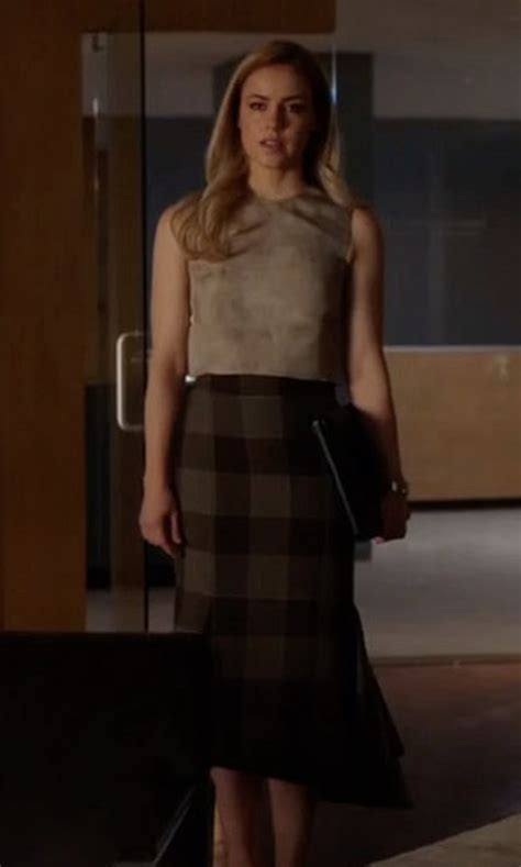 amanda schull on suits suits season 7 episode 2 clothes outfits and locations