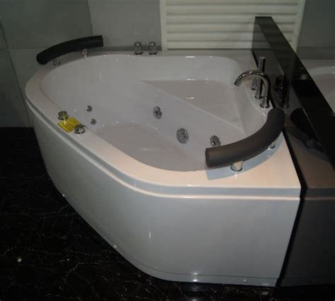 vasca idromassaggio 130x130 vasche idromassaggio vasca idromassaggio 130x130 due