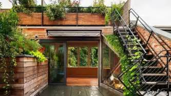 wall and rooftop gardens living walls and green roofs