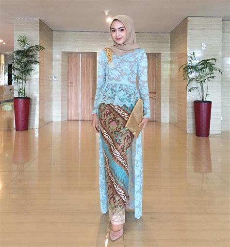 En Rok Brukat Brokat inspirasi kebaya modern brokat biru dengan rok batik kebaya mode