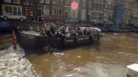 mega sloep bootverhuurder naupar viert in amsterdam tien jaar verhuur