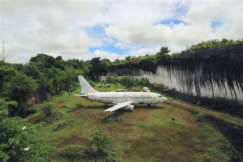 balis abandoned plane kuta selatan indonesia atlas