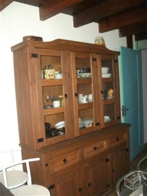armario quarto madeira maciça armario de cozinha em madeira macia great ou with armario