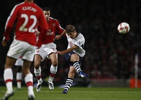 David Bentley Goal After Maynor Figueroa S Goal Lit Up The Premier League