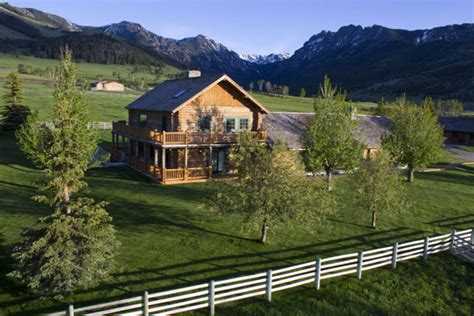 scenic grizzly creek ranch neighbouring yellowstone national park freshome com