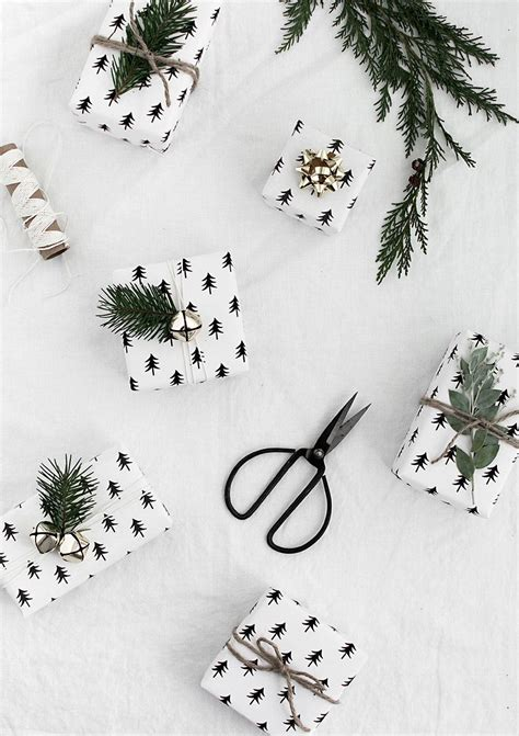 5 winter gift wrap ideas free printable gift tags hey 23 easy diy holiday gift wrapping ideas