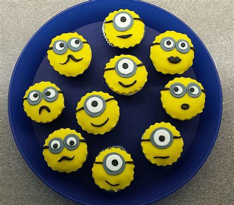 minions kuchen kaufen minions cupcakes mit fondant rezept mit bild phideta