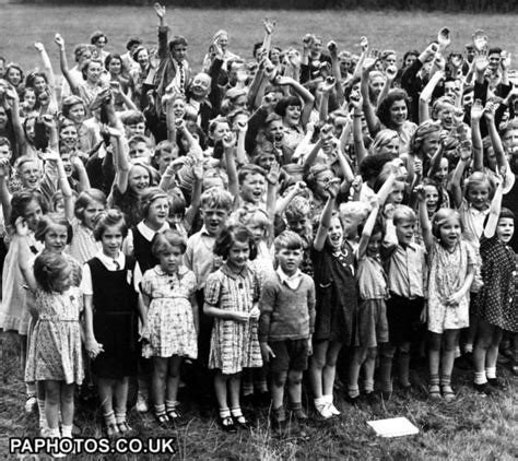 world war two evacuees drama world war two british empire the home front evacuees london 1940 ww ii children
